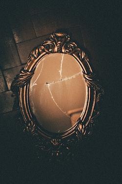 broken mirror - mirror cut to size - D & N Glass, Glasgow
